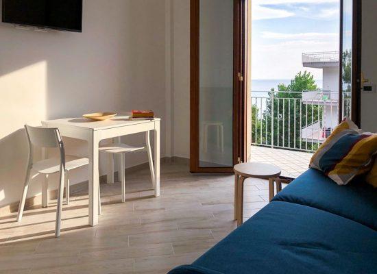 Appartamento monolocale - soggiorno cucina divano letto